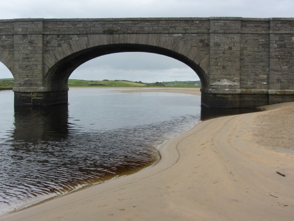They stopped here, near the 12th and 13th holes of the Old Course at the Lahinch Golf Club. That's the Inagh River, and the bridge supports the R478 (the route to the Cliffs of Moher). (Jill's photo.)