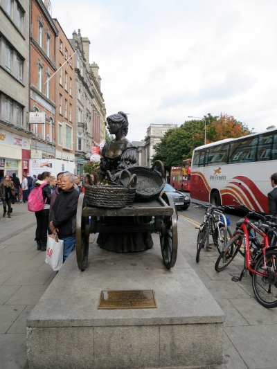 The Tart with the Cart on Grafton St. (Margaret's photo.)