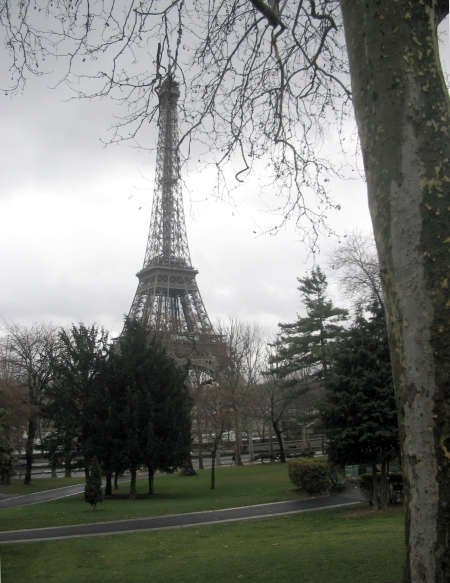 We walked, mapless, from the Arc de Triomphe to le Tour Eiffel. There it is, honey!