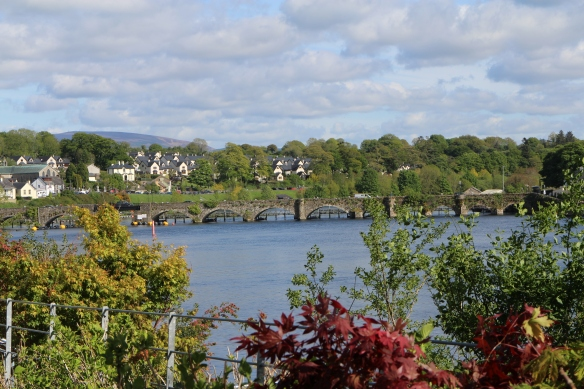 More of that old bridge and the village beyond, which is actually Ballina.