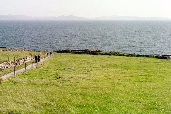 It doesn't look like much from a distance, does it? Although that incline looks fierce. Dunbeg Fort, 2003.
