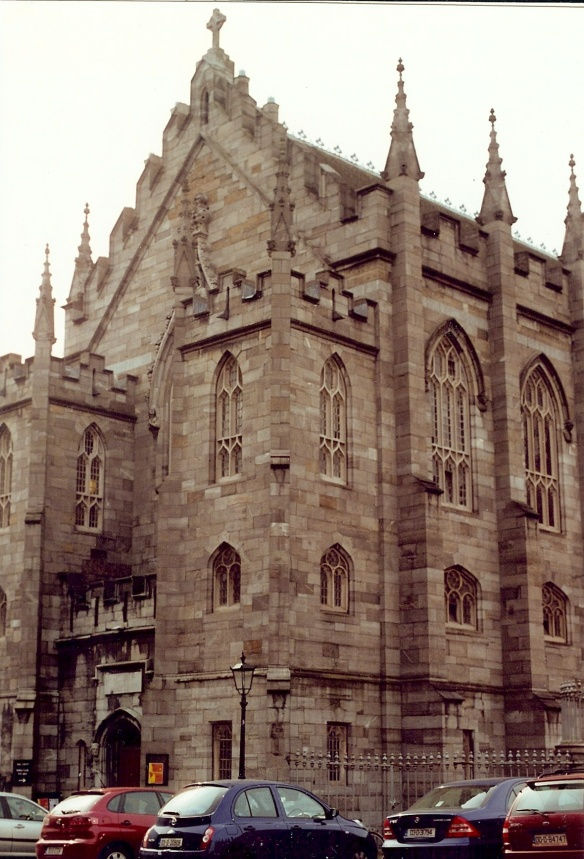 Built in 1814, this was formerly the king's chapel. Dublin Castle 2003.