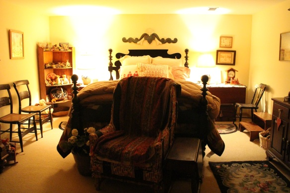 Look at that guestroom! Very Western, and so cozy!