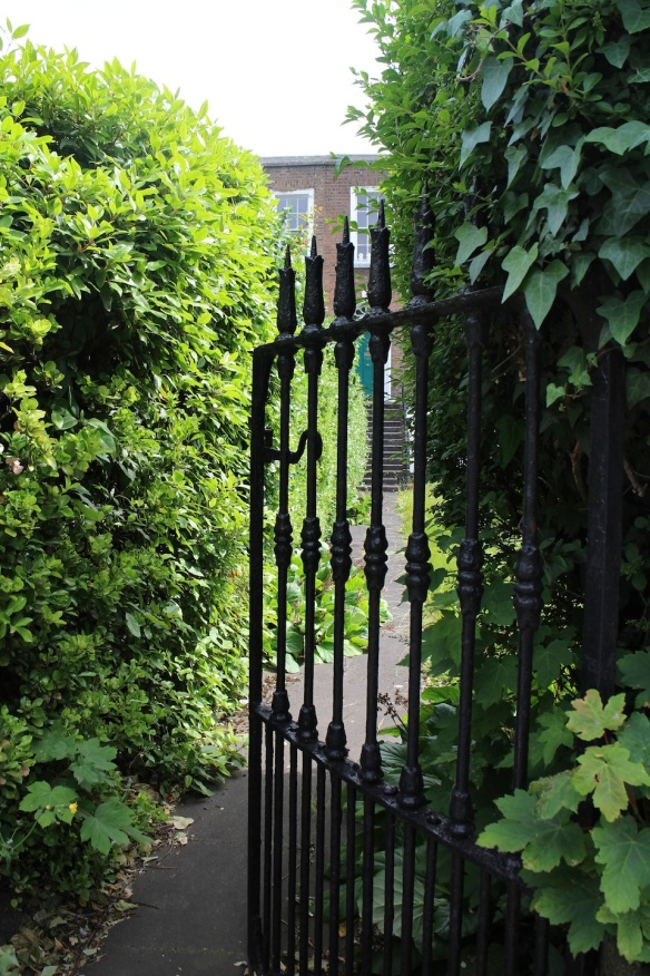 But this one was my favorite. No car park, just an old iron gate mysteriously half-opened, with a lush, ivy-overgrown garden inside. I didn't go in.