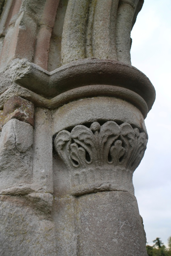 A capital in the lavabo.