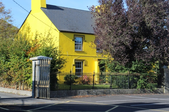 This is the pretty little house tucked behind the pub's parking lot. Gorgeous color!
